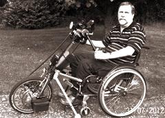 Abbildung: Otmar und sein Handbike