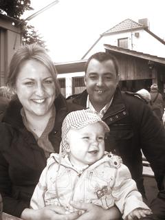 Abbildung: Simon und seine Eltern